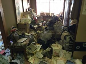 堺市にて孤独死現場の清掃と遺品整理
